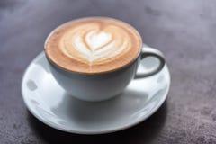 таблица кофейной чашки деревянная Стоковые Изображения