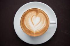 таблица кофейной чашки деревянная Стоковая Фотография RF