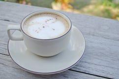 таблица кофейной чашки стоковое фото rf