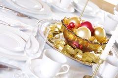 таблица красного цвета золота украшений Стоковые Фото