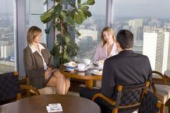 таблица людей бизнес-группы стоковое изображение