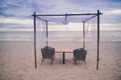 таблица обеда пляжа романтичная Стоковая Фотография