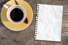 таблица примечания кофе бумажная Стоковое фото RF