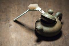 Таблица пустой щетки чайника деревянная острая никто стоковая фотография