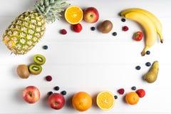 таблица свежих фруктов Стоковые Фотографии RF