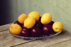 таблица сливы абрикоса Стоковое Изображение RF