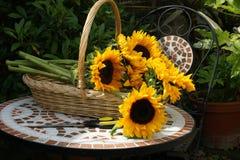 таблица солнцецветов мозаики корзины Стоковое Изображение RF