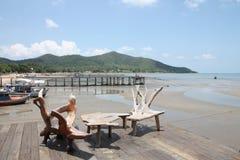 таблица стула пляжа деревянная Стоковое фото RF