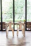 таблица стула пустая Стоковые Изображения