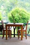 таблица стулов Стоковое Фото