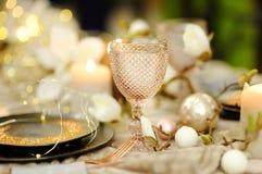 Таблица установила для приема по случаю бракосочетания или партии рождества/Нового Года стоковые изображения rf