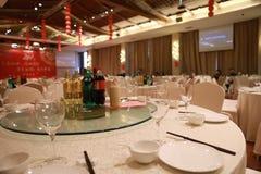 Таблица установки банкета в ресторане, который служат таблица ресторана банкета Стоковое Фото