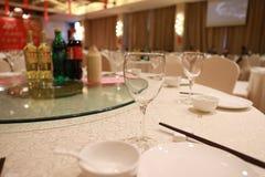 Таблица установки банкета в ресторане, который служат таблица ресторана банкета Стоковые Изображения