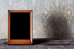 таблица фото рамки старая стоковое изображение rf