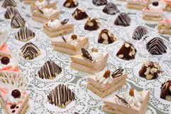 таблица десерта шведского стола Стоковые Изображения RF