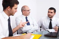 таблица 3 встречи бизнесмена сидя Стоковые Изображения RF