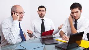 таблица 3 встречи бизнесмена сидя Стоковое Изображение RF