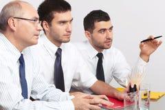 таблица 3 встречи бизнесмена сидя Стоковое Изображение