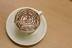 таблица capuccino кафа Стоковая Фотография