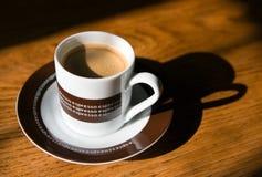 таблица espresso кофе деревянная Стоковое фото RF