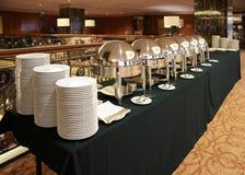 таблица marmites dishware глянцеватая стоковые изображения rf