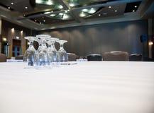 таблицы комнаты конференции пустые Стоковая Фотография