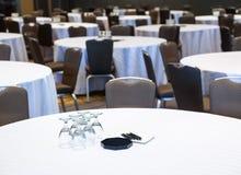 таблицы комнаты конференции пустые Стоковое фото RF