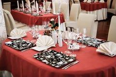 таблицы самомоднейшего ресторана обеда установленные Стоковые Фото