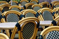 таблицы стулов влажные Стоковое Изображение RF