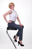 табуретка девушки штанги красивейшая Стоковые Фотографии RF