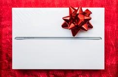 Таблетка в коробке для подарка Стоковое Изображение RF
