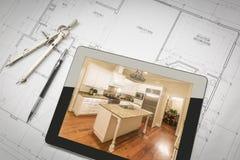 Таблетка компьютера показывая законченную кухню на планах дома, карандаш, Стоковая Фотография RF