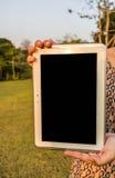 Таблетка цифров в руке Стоковое Изображение