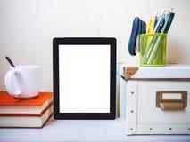 таблетка экрана икон компьютера установленная Взгляд со стороны Стоковые Фото