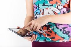 таблетка экрана икон компьютера установленная Женщина используя цифровой изолированный ПК Стоковые Фото