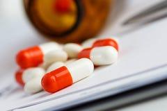 Таблетки и рецепт Стоковое фото RF