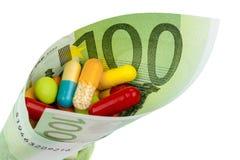 Таблетки и 100 счетов евро Стоковые Изображения