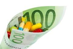 Таблетки и 100 счетов евро стоковая фотография rf