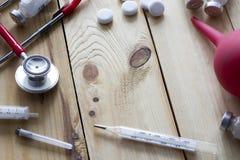 Таблетки, клизма, взгляд сверху стетоскопа Стоковые Изображения RF