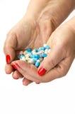 Таблетки медицины в изолированной руке Стоковая Фотография