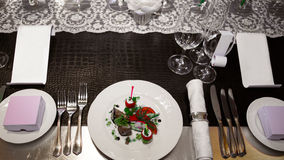 Таблица банкета с плитами с едой Стоковая Фотография
