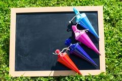 Таблица в луге с сумками школы, учебном дне Стоковая Фотография RF