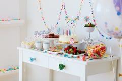 Таблица десерта на партии стоковое фото