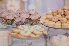 Таблица десерта для свадебного банкета печенья Стоковые Фото