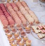 Таблица десерта для свадебного банкета Стоковая Фотография