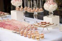 Таблица десерта для свадебного банкета Стоковая Фотография RF
