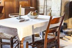 Таблица и стул в очень старой кухне стоковые фотографии rf