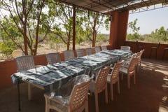 Таблица и стулья на веранде Turmi эфиопия вышесказанного Стоковая Фотография RF