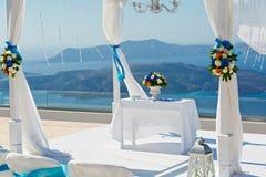 Таблица и украшения для свадебной церемонии Стоковая Фотография