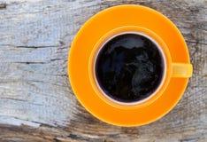 таблица кофейной чашки деревянная Взгляд сверху стоковое фото rf